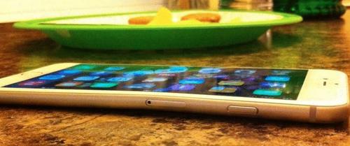 iPhone 6 Plusの所有者が報告!ポケットに入れると曲がる!?