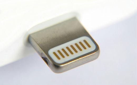 Apple、iPhone6/6Plus用の純正Lightningドックを発売。
