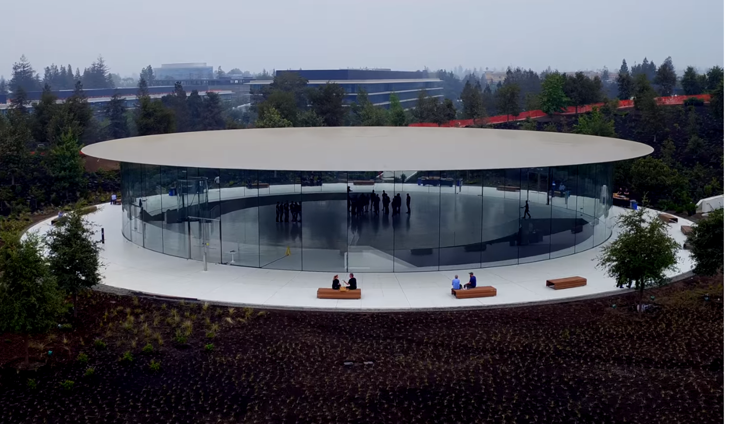 Apple新社屋にある発表会場「Steve Jobs Theater」を空撮!