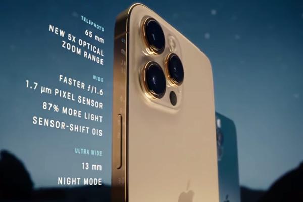 iPhone 12 Proのトリプルカメラ